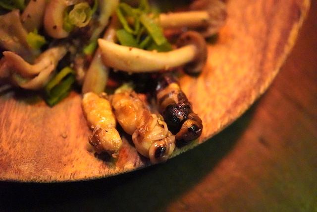 蜂の子と木の子のバター炒め