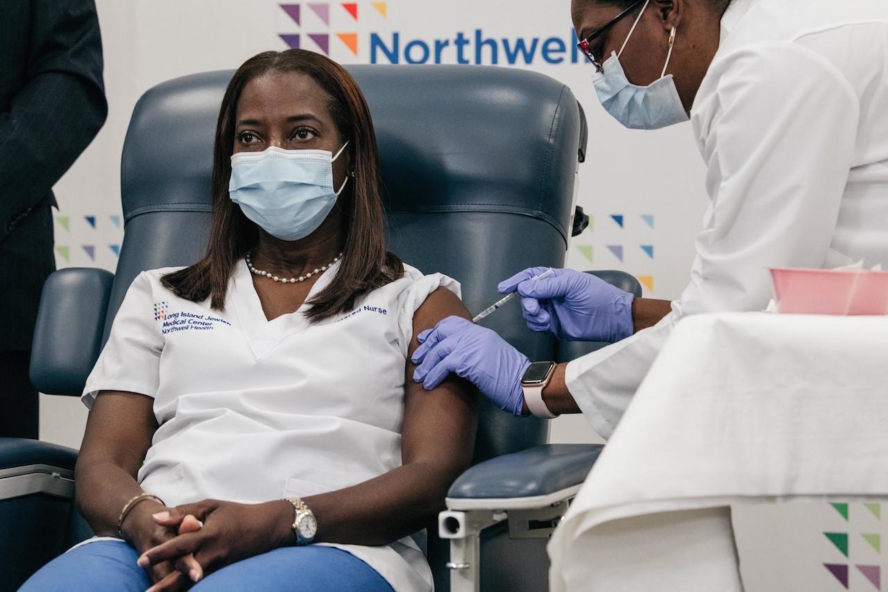 2020年12月14日(月) ニューヨーク州で接種第1号 Sandra Lindsayさん