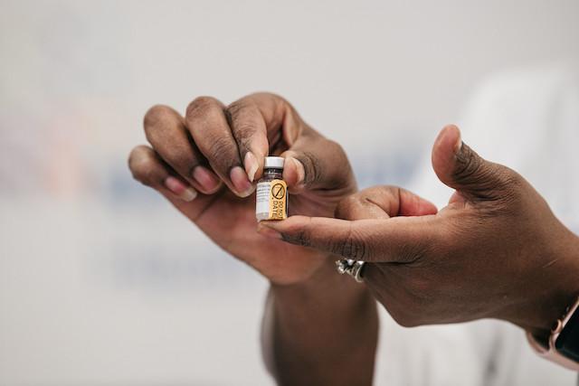 2020年12月14日にコロナのワクチンが到着