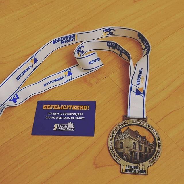 ライデン・マラソン大会の完走者に授与されるメダル