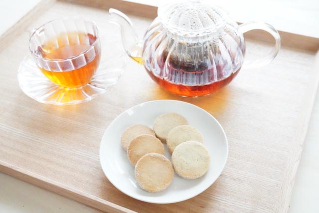 紅茶とカイコクッキー