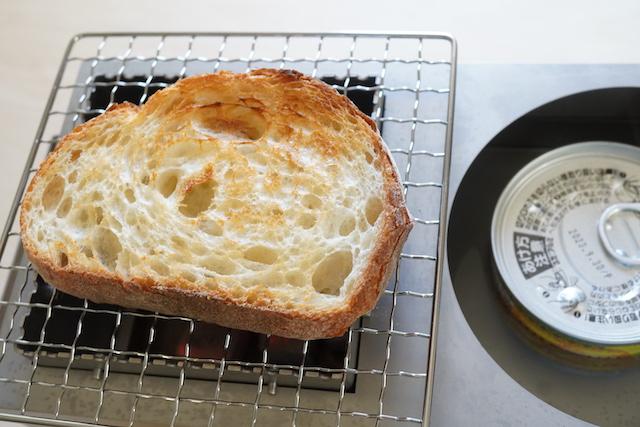 パンとサバ缶