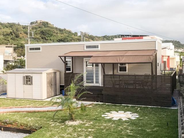トレーラーハウス、タイニーハウス、沖縄、勝連城跡、Airbnb