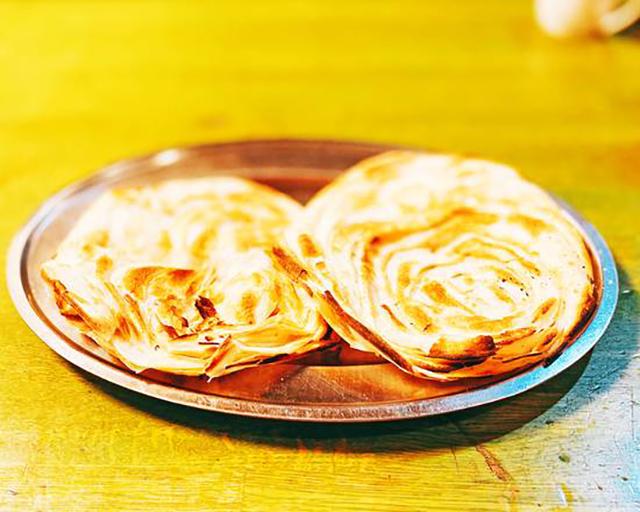 Bharati Restaurant 1個パラタ(パリパリとしたインドのパン)