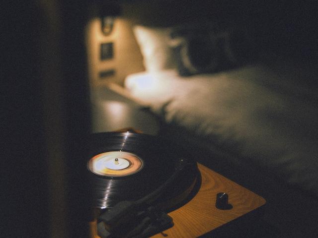 レコードプレイヤーのある客室