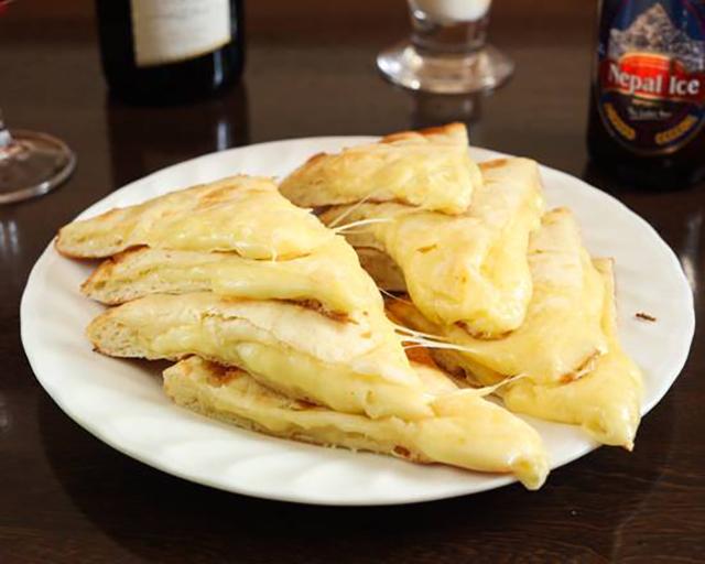 カナピナ 天王洲アイル店 チーズナン