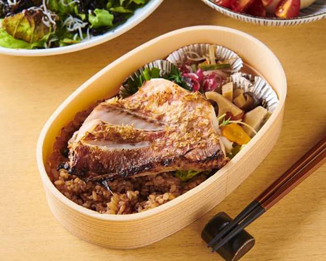 旬和膳 きゅう 寝かせ玄米-酵素玄米-と赤魚(あかうお)の粕漬け焼き(副菜3種付)