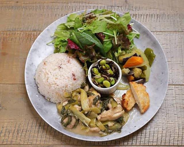 食品工場GOTENYAMA 生野菜とデリ3種付き!チンゲン菜と鶏もも肉のさっぱり梅炒め&雑穀米セット